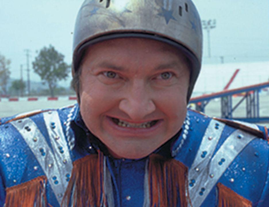 Eines Tages riskiert Mr. McCluskey (Randy Quaid) einen gefährlichen Stunt mit dem Motorrad. Unglücklicherweise ist sein kleiner Sohn unter den Zus... - Bildquelle: Touchstone Pictures