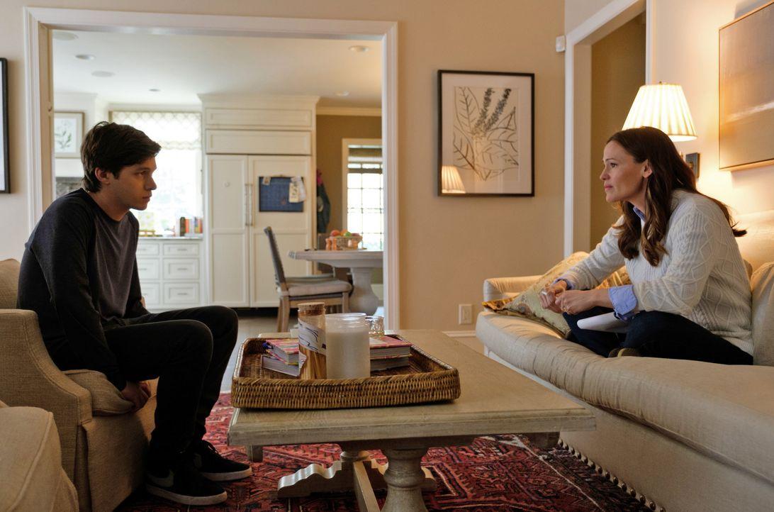 Simon Spier (Nick Robinson); Emily Spier (Jennifer Garner) - Bildquelle: 2018 Twentieth Century Fox Film Corporation.  All rights reserved.