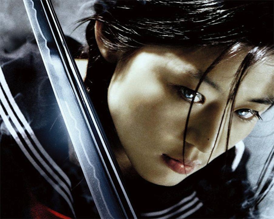 Saya (Gianna Jun) ist ein Halbblut - ihr Vater war Mensch, die Mutter Vampir - und steckt seit 400 Jahren im Körper einer 16-jährigen. Als Schulm
