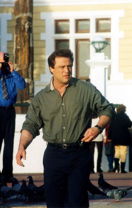 """Übernimmt die Leitung der """"AT 13"""": Jack Darrow (Joe Penny) ... - Bildquelle: 2001 atlas Film & TV Produktion GmbH"""