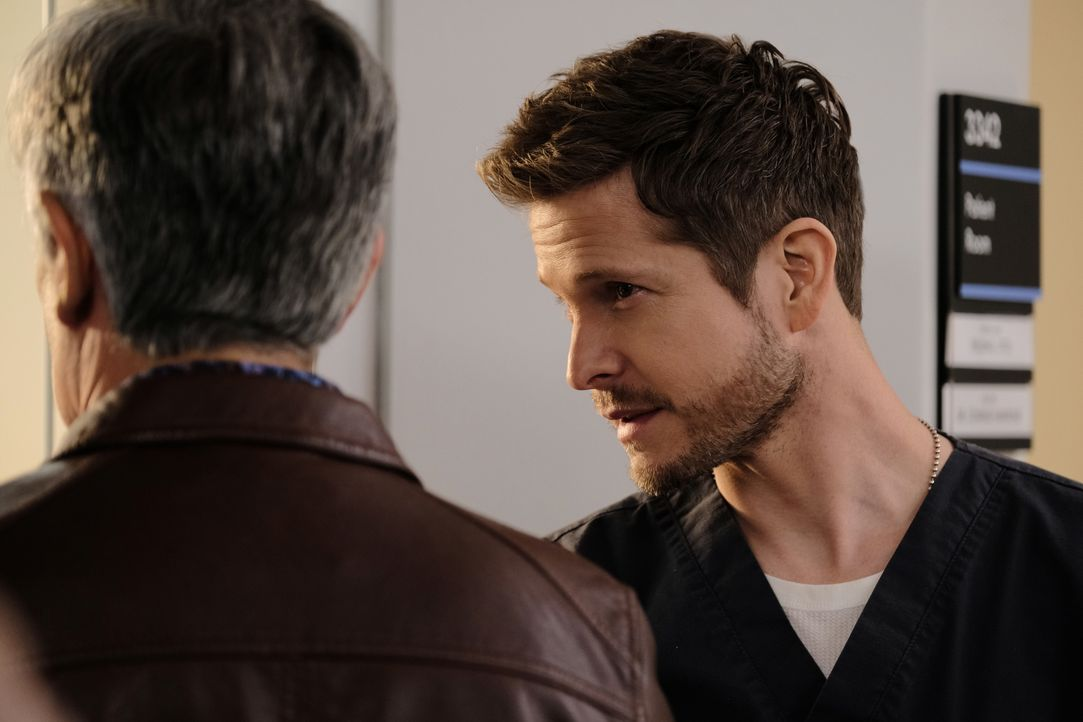 Andre (Carlos Lacamara, l.); Dr. Conrad Hawkins (Matt Czuchry, r.) - Bildquelle: 2018-2019 Twentieth Century Fox Film Corporation.  All rights reserved.