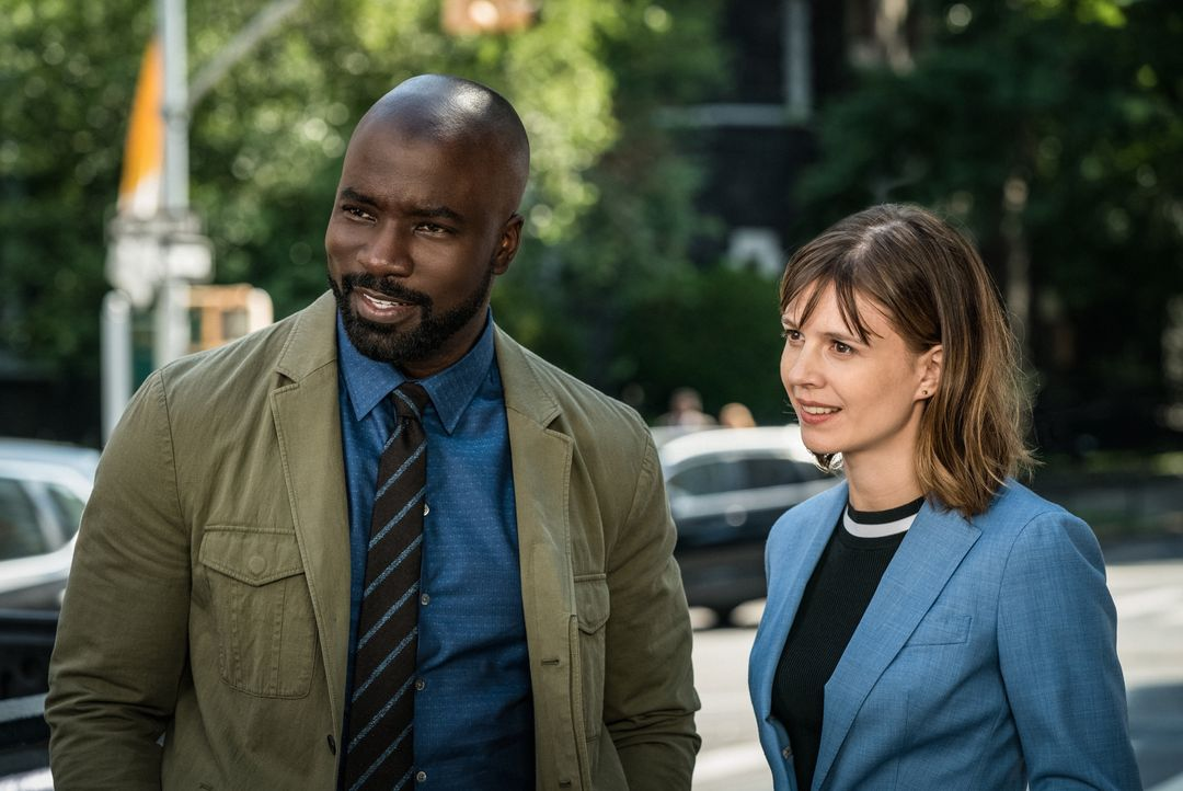 David Acosta (Mike Colter, l.); Kristen Bouchard (Katja Herbers, r.) - Bildquelle: Elizabeth Fisher 2019 CBS Broadcasting Inc. All Rights Reserved. / Elizabeth Fisher