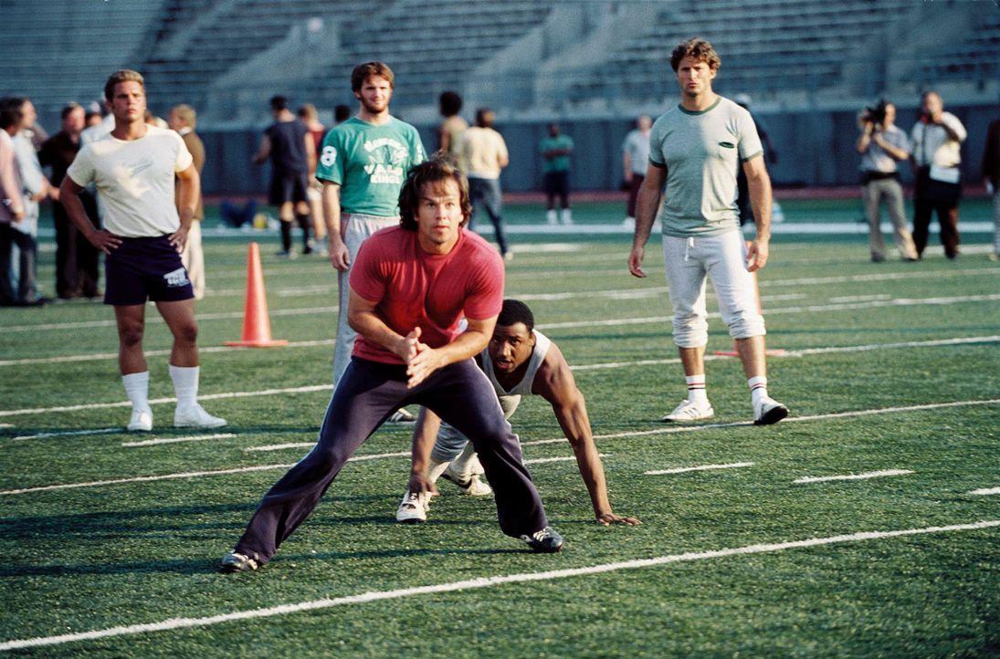 """Nimmt an einem öffentlichen Probetraining der """"Philadelphia Eagles"""" teil und wird dadurch zum ungewöhnlichsten NFL-Newcomer aller Zeiten: Vince Pa... - Bildquelle: Ron Phillips Disney Enterprises, Inc.  All rights reserved"""