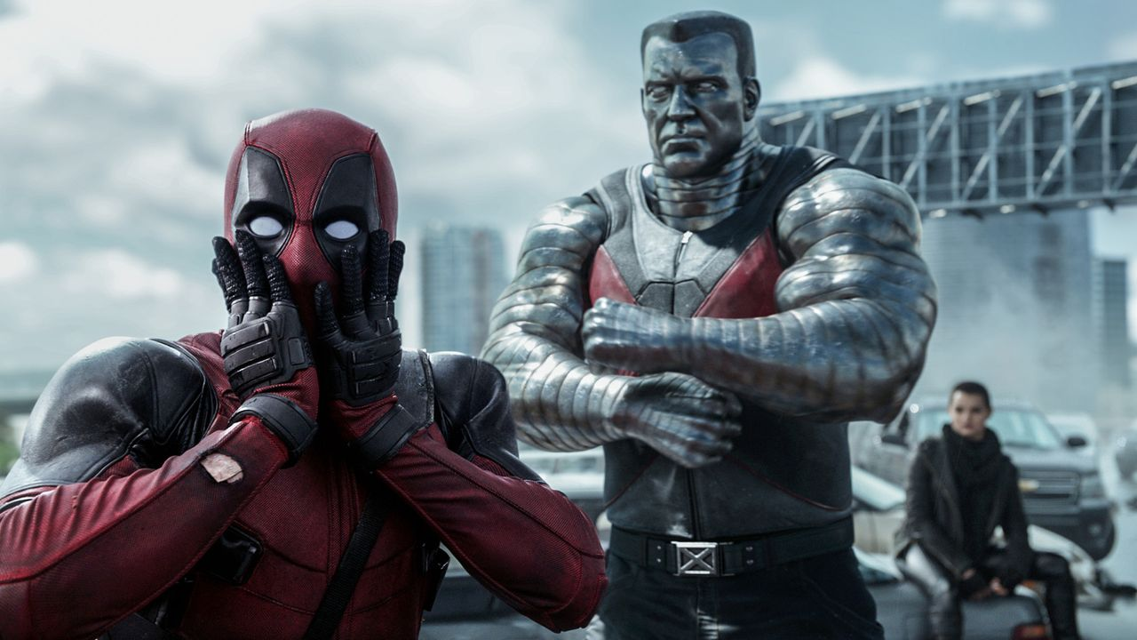 Professionelle Unterstützung erhält Wade alias Deadpool (Ryan Reynolds, l.) von den X-Men Colossus (M.) und Negasonic Teenage Warhead (Brianna Hilde... - Bildquelle: 2016 Twentieth Century Fox Film Corporation.  All rights reserved.  MARVEL   2016 MARVEL