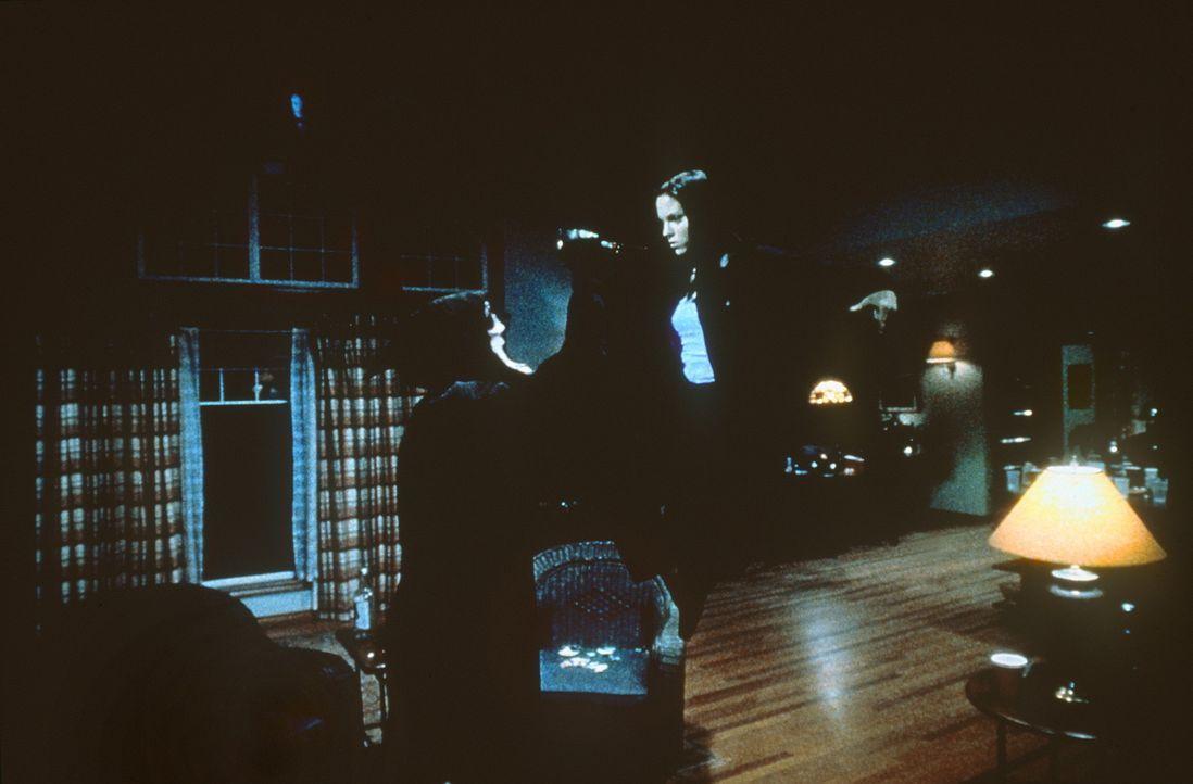 Das nächste potentielle Opfer des Killers mit der Geistermaske: Cindy (Anna Faris) erhält unangemeldet Besuch ... - Bildquelle: Highlight Film
