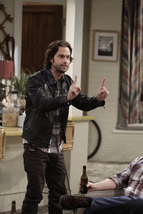 Gibt ständig seinen Freunden ungefragt seine sinnfreien Ratschläge: Danny (Chris D'Elia) ... - Bildquelle: Warner Brothers