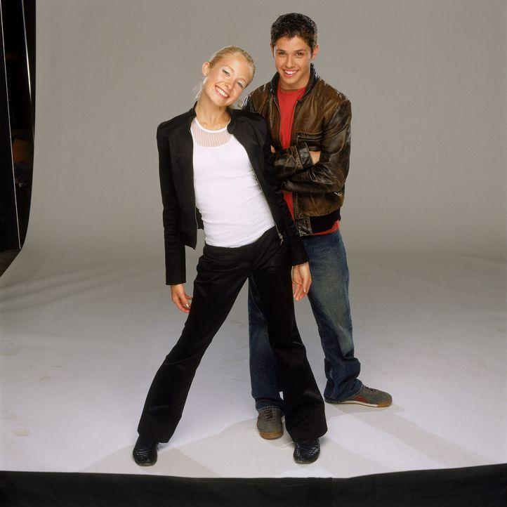 Eines Tages kreiert Roscoe (Ricky Ullman, r.) ein singendes Hologramm in Mädchengestalt (Spencer Redford, l.), das eine perfekte Rockröhre verkör... - Bildquelle: The Disney Channel