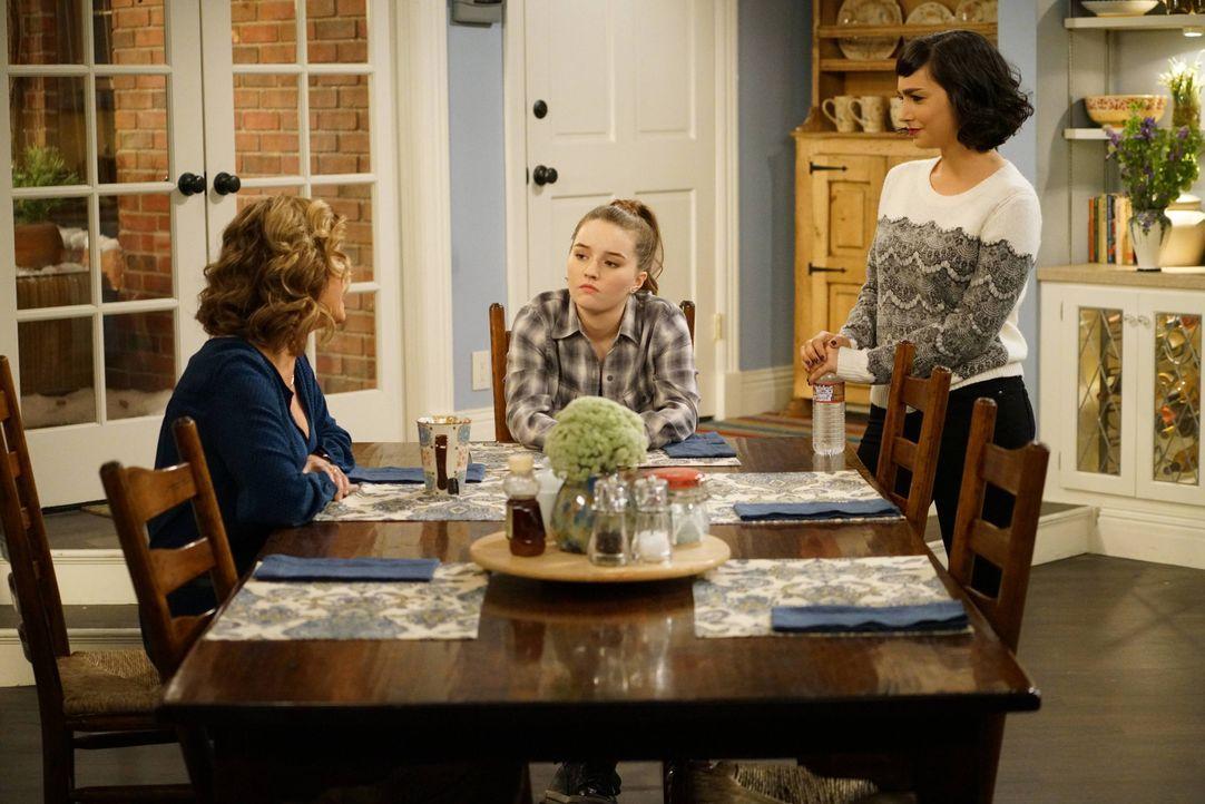 (v.l.n.r.) Vanessa Baxter (Nancy Travis); Eve Baxter (Kaitlyn Dever); Mandy Baxter (Molly Ephraim) - Bildquelle: 2015-2016 American Broadcasting Companies. All rights reserved.