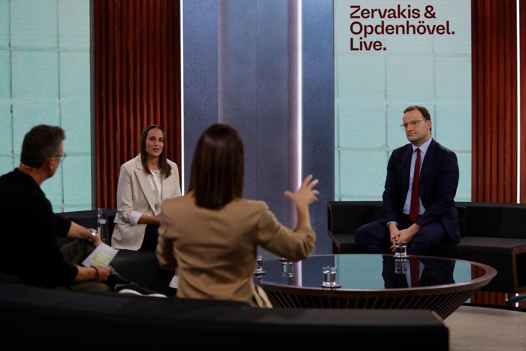 (im Uhrzeigersinn)  Linda Zervakis; Matthias Opdenhövel; Meike Ista; Jens Spahn - Bildquelle: Benedikt Müller ProSieben / Benedikt Müller
