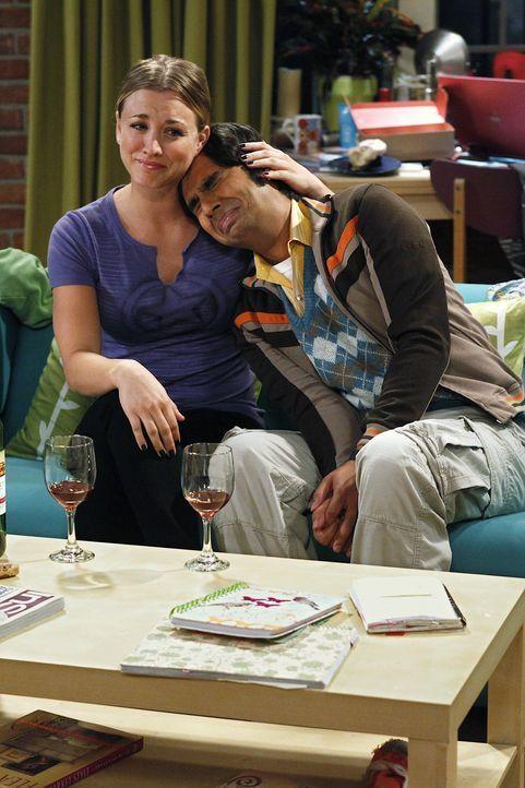 Raj (Kunal Nayyar, r.) ist traurig, da jeder seiner Freunde eine Freundin hat, und nur er allein ist. Penny (Kaley Cuoco, l.) beschließt daraufhin... - Bildquelle: Warner Bros. Television