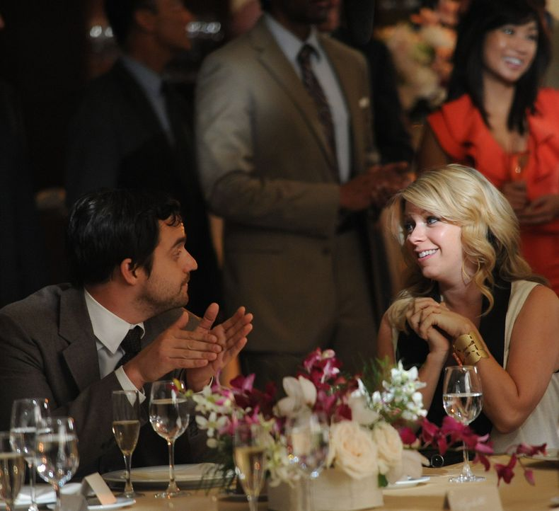 Nick (Jake M. Johnson, l.) trifft auf der Hochzeit eines Freundes auf seine Ex-Freundin Caroline (Mary Elizabeth Ellis, r.) ... - Bildquelle: 20th Century Fox