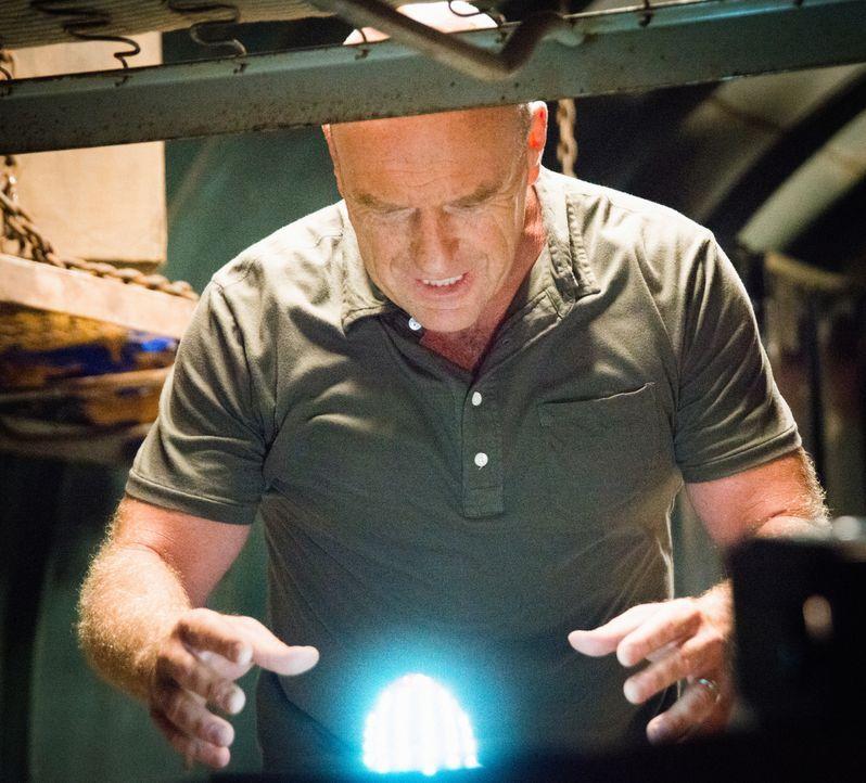 Wird Big Jim (Dean Norris) das Ei immer noch dem Militär übergeben? - Bildquelle: 2014 CBS Broadcasting Inc. All Rights Reserved.