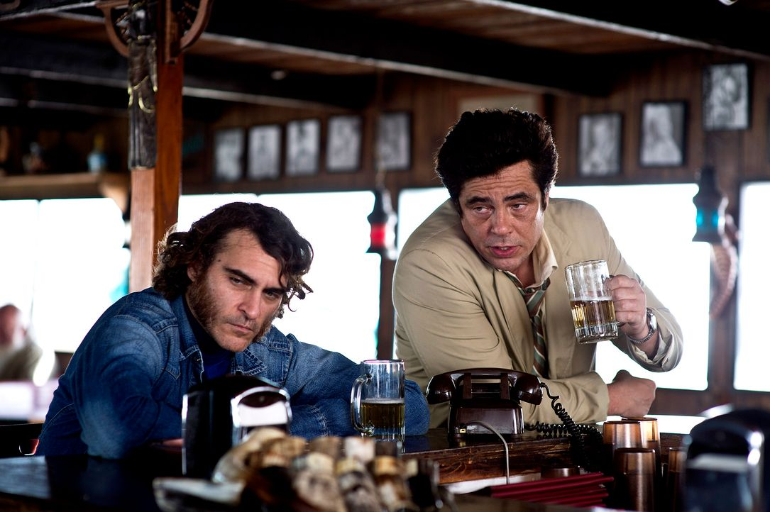 Inherent-Vice-02-Warner-Bros-Entertainment-Inc - Bildquelle: 2013 Warner Bros. Entertainment Inc