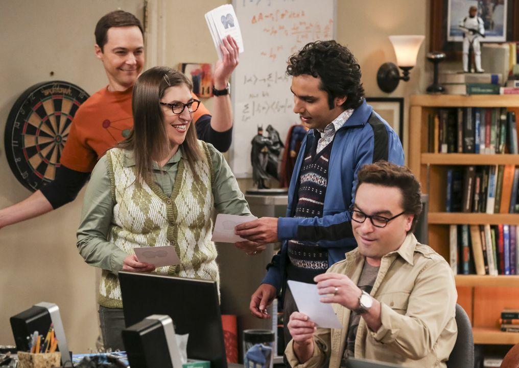 Noch ahnen Sheldon (Jim Parsons, l.), Amy (Mayim Bialik, 2.v.l.), Raj (Kunal Nayyar, 2.v.r.) und Leonard (Johnny Galecki, r.) nicht, dass schon bald... - Bildquelle: Warner Bros. Television