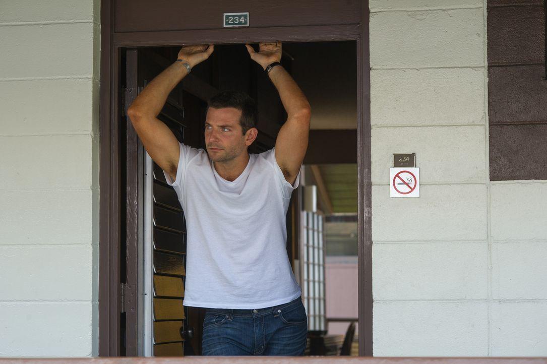 Einst zählte Brian Gilcrest (Bradley Cooper) zu den Toplieferanten für das Militär, auch privat lief alles bestens - bis zu einem Zusammenbruch, der... - Bildquelle: 2015 Columbia Pictures Industries, Inc. All Rights Reserved.