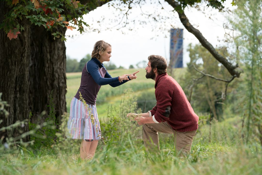 Regan Abbott (Millicent Simmonds, l.); Lee Abbott (John Krasinski, r.) - Bildquelle: Jonny Cournoyer 2018 Paramount Pictures. All rights reserved. / Jonny Cournoyer