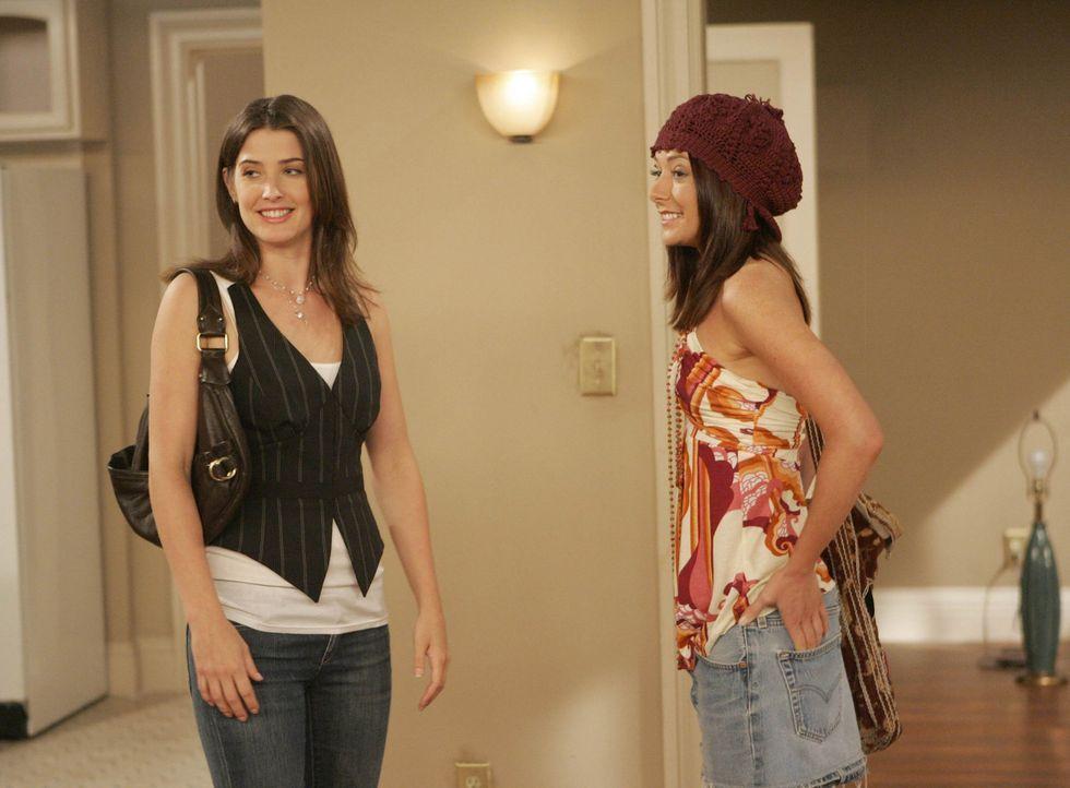 Gemeinsam machen sie sich auf Wohnungssuche: Lily (Alyson Hannigan, r.) und Robin (Cobie Smulders, l.) ... - Bildquelle: 20th Century Fox International Television