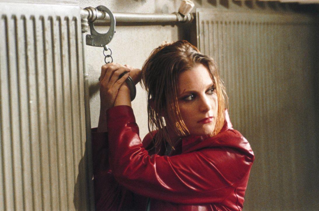 In der Hand eines skrupellosen Polizisten: Jessica (Bridget Fonda) ... - Bildquelle: Tobis StudioCanal