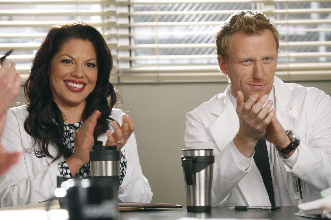 In Merediths Gedanken entsteht eine ganz besondere Welt: Callie (Sara Ramirez, l.) ist glücklich mit Owen (Kevin McKidd, r.) verheiratet und die be... - Bildquelle: ABC Studios