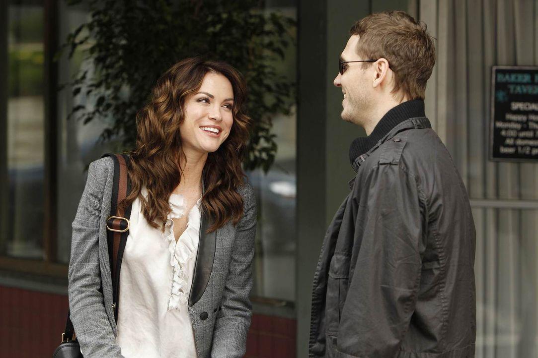 Während Ben die attraktive Kat kennenlernt und sich in sie verliebt, ist Sara (Danneel Ackles, l.) mit dem blinden Todd (Kyle Davis, r.) zusammen un... - Bildquelle: NBC Universal, Inc.