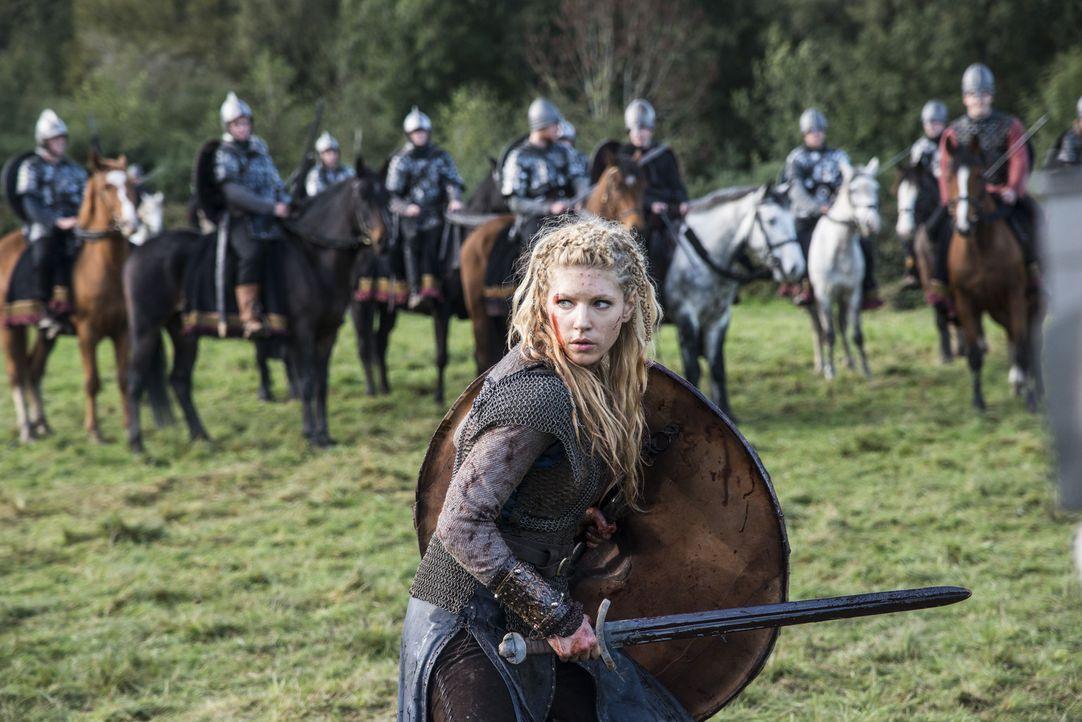Zieht mit Ragnar und seinen Gefolgsleuten mutig in die Schlacht: Lagertha (Katheryn Winnick) ... - Bildquelle: 2014 TM TELEVISION PRODUCTIONS LIMITED/T5 VIKINGS PRODUCTIONS INC. ALL RIGHTS RESERVED.