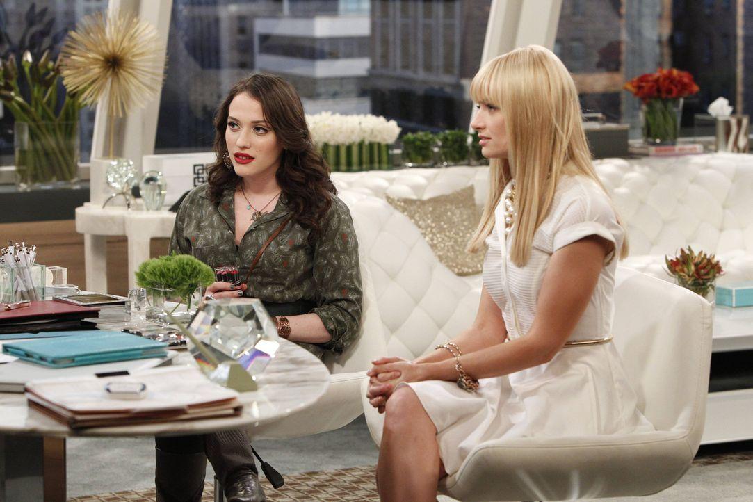Die Kosten für den Cupcake-Laden sind doch höher, als Max (Kat Dennings, l.) und Caroline (Beth Behrs, r.) erwartet haben. Jetzt muss ein Rettungs... - Bildquelle: Warner Bros. Television