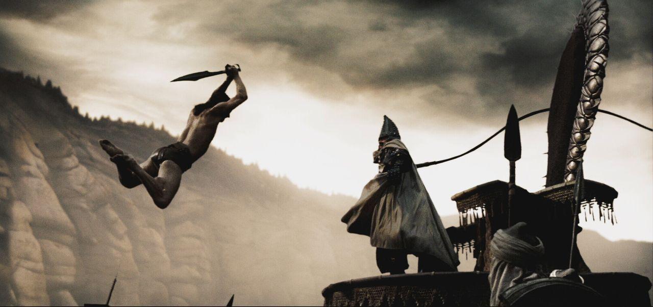 König Leonidas (Gerard Butler, l.) bleibt mit seinen letzten Kämpfern in Sparta zurück, um sich dem finalen Gefecht zu stellen. Ein letztes Mal s... - Bildquelle: TM &   Warner Bros. Entertainment Inc.