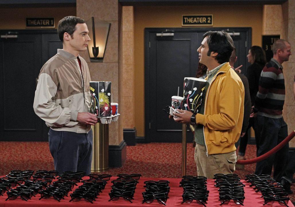 Ein ganz besonderer Kinobesuch wartet auf Sheldon (Jim Parsons, l.) und Raj (Kunal Nayyar, r.) ... - Bildquelle: Warner Brothers