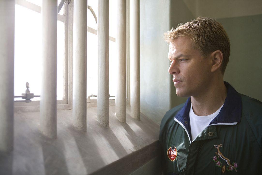 Erst auf Robben Island in Nelson Mandelas kleiner Gefängniszelle erkennt Francois (Matt Damon), dass man sein Schicksal in der eigenen Hand hält ... - Bildquelle: Warner Bros.