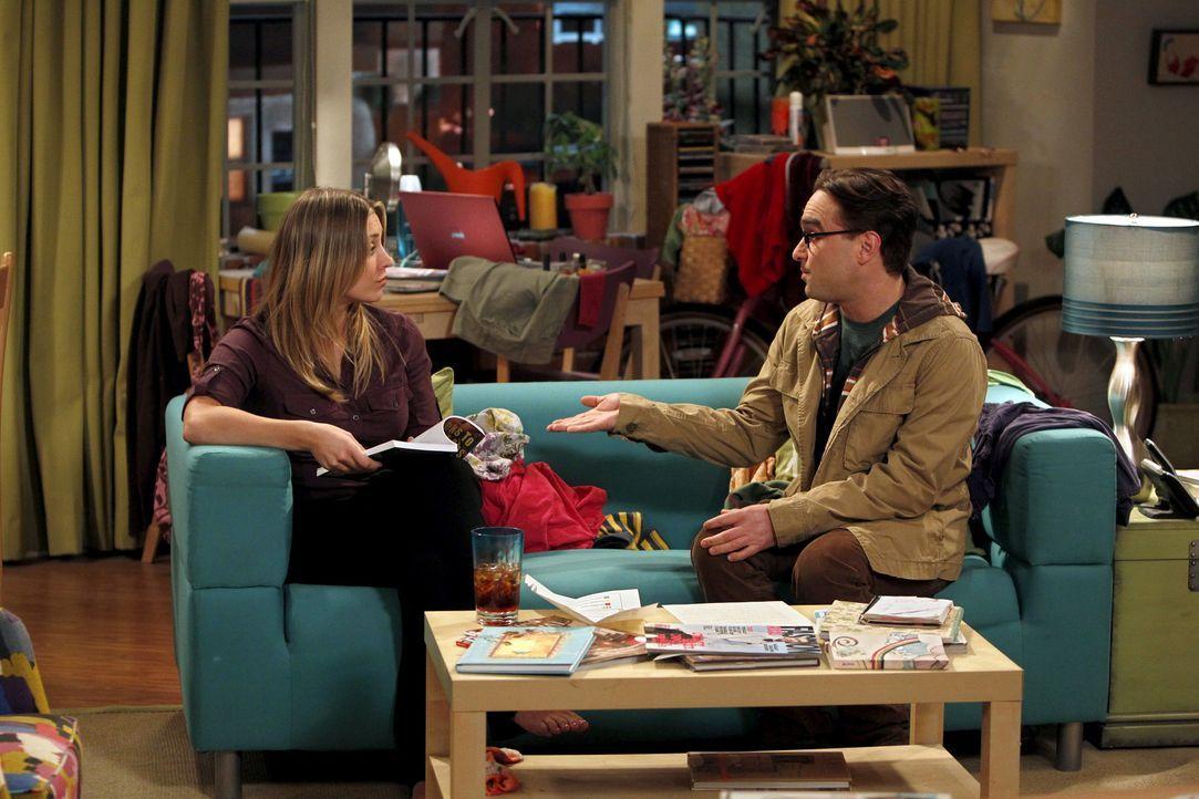 Während Leonard (Johnny Galecki, r.) und Penny (Kaley Cuoco, l.) über ihre mögliche Zukunft als Paar diskutieren, hat Sheldon Großes vor ... - Bildquelle: Warner Bros. Television