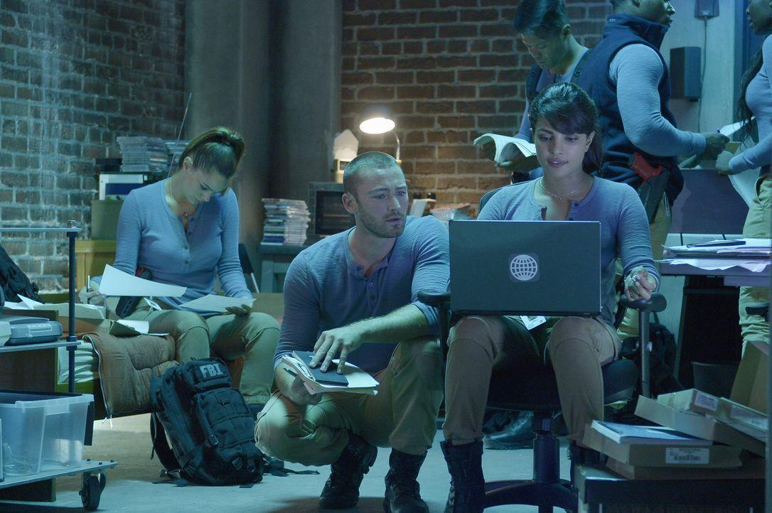 Für die Rekruten heißt es, eine neue Aufgabe zu erfüllen: (v.l.n.r.) Natalie (Anabelle Acosta), Ryan (Jake McLaughlin) und Alex (Priyanka Chopra) ..... - Bildquelle: 2015 ABC Studios