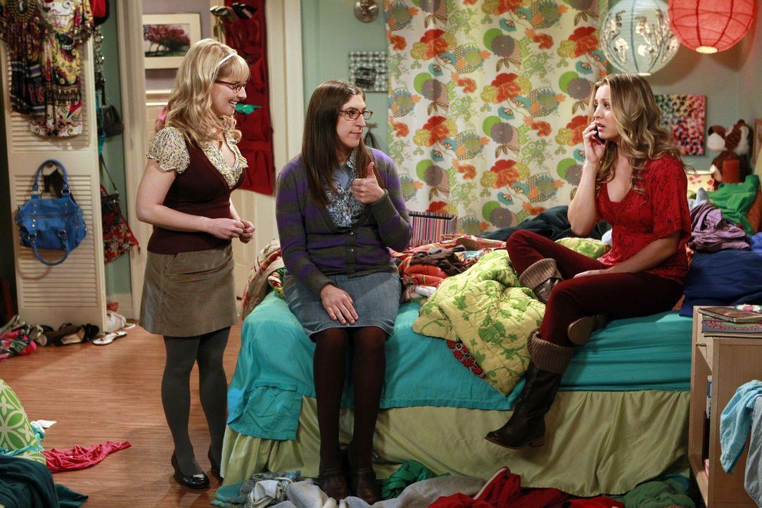 Penny (Kaley Cuoco, r.) erkennt, dass sie selbst früher ihre Mitschüler schikaniert hat, gemeinsam mit Bernadette (Melissa Rauch, l.) und Amy (Mayim... - Bildquelle: Warner Bros. Television