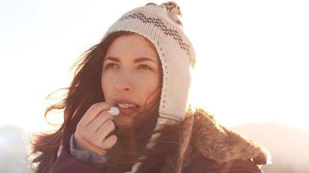 Lippenbalsam und -Pflege für unterwegs bei trockenen Lippen