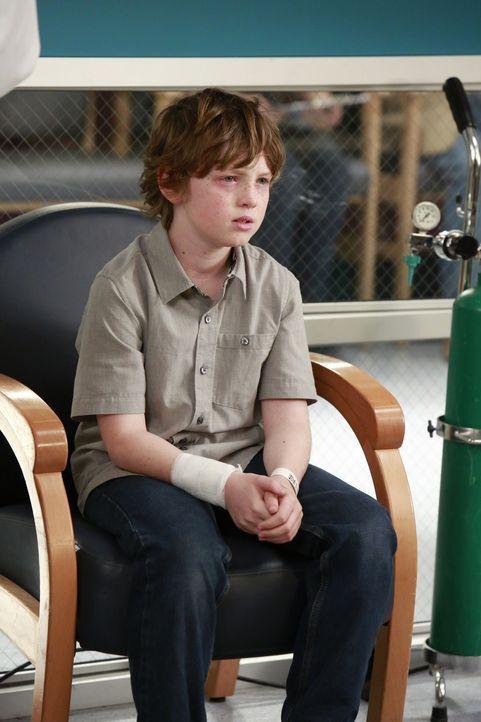 Ethan (Kyle Silverstein) hat keine Lust bei der Sozialarbeiterin zu bleiben und entwischt ihr immer wieder aufs Neue ... - Bildquelle: ABC Studios