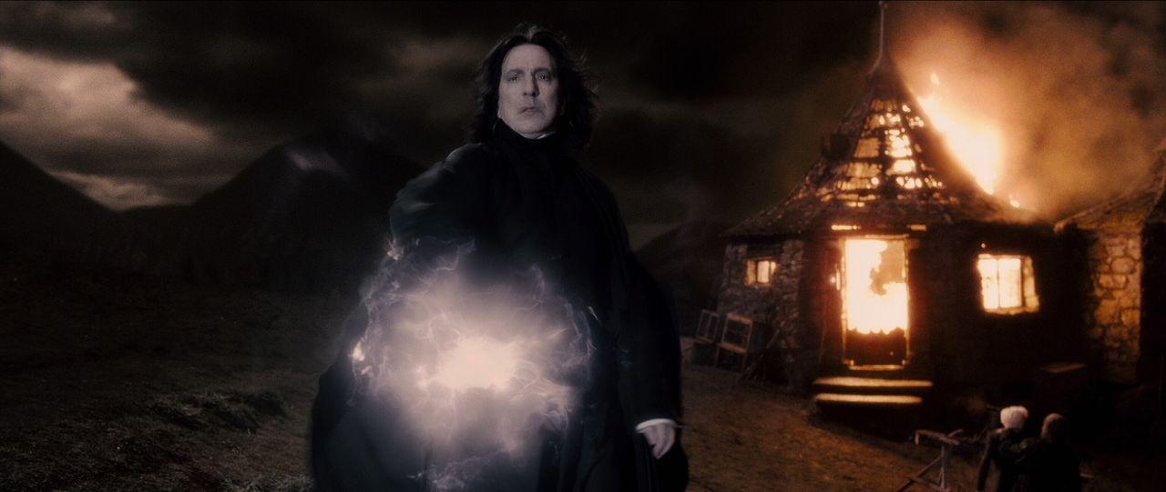 Erst viel zu spät kommt Harry hinter Snapes (Alan Rickman) Verschwörungspläne ... - Bildquelle: Warner Brothers