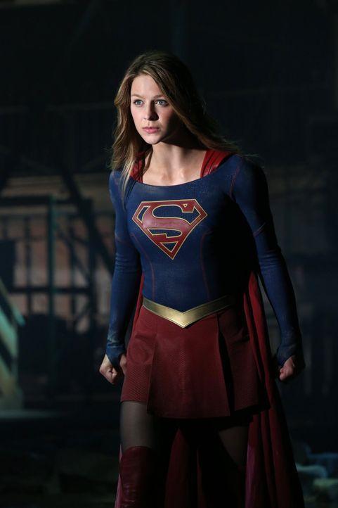 Nach ihrem Höhenflug und den ersten Lobpreisungen der Presse wird Kara (Melissa Benoist) sehr schnell wieder auf den Boden der Tatsachen zurückgehol... - Bildquelle: 2015 Warner Bros. Entertainment, Inc.