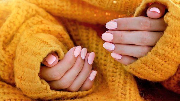 Angesagt in Pastell- und Weißtönen – der Shellac Nagellack überzeugt uns auf...