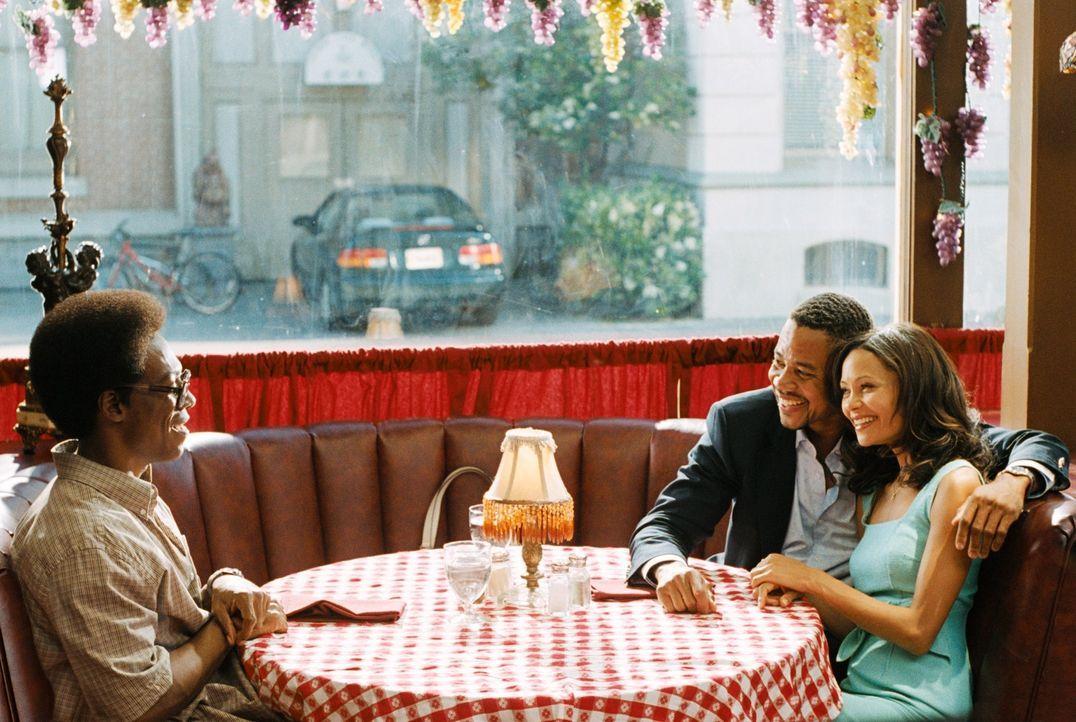 Ahnen nicht, dass Deion Hughes (Cuba Jr. Gooding, M.) das Waisenhaus in ein Nachtlokal umwandeln will: die schöne Kate (Thandie Newton, r.) und der... - Bildquelle: Copyright  2007 DREAMWORKS LLC. All Rights Reserved.