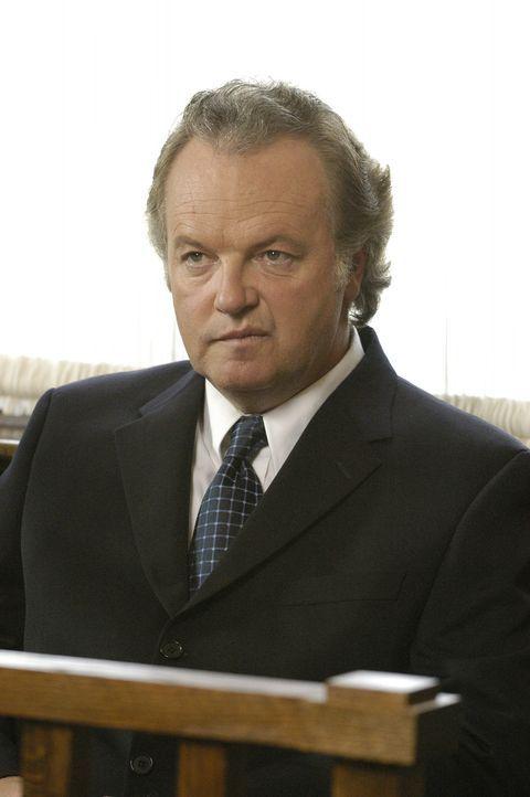 15 lange Jahre hatte er alle betrogen, die er betrügen konnte: Kenneth Geck (Kevin McNulty) ... - Bildquelle: 2004 Sony Pictures Television Inc. All Rights Reserved.