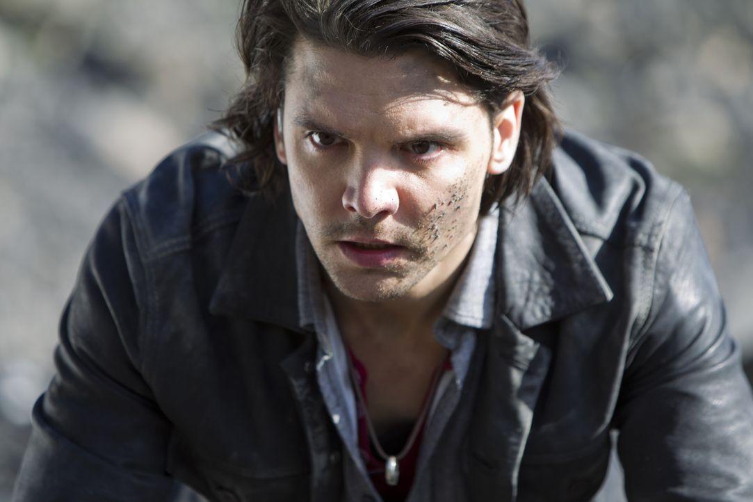 """Nachdem Philip sich als Held und zukünftiger Herrscher über das Universum sieht, ist Connor (Andrew Lee Potts) durch die künstlich erzeugte  """"New... - Bildquelle: ITV Plc"""