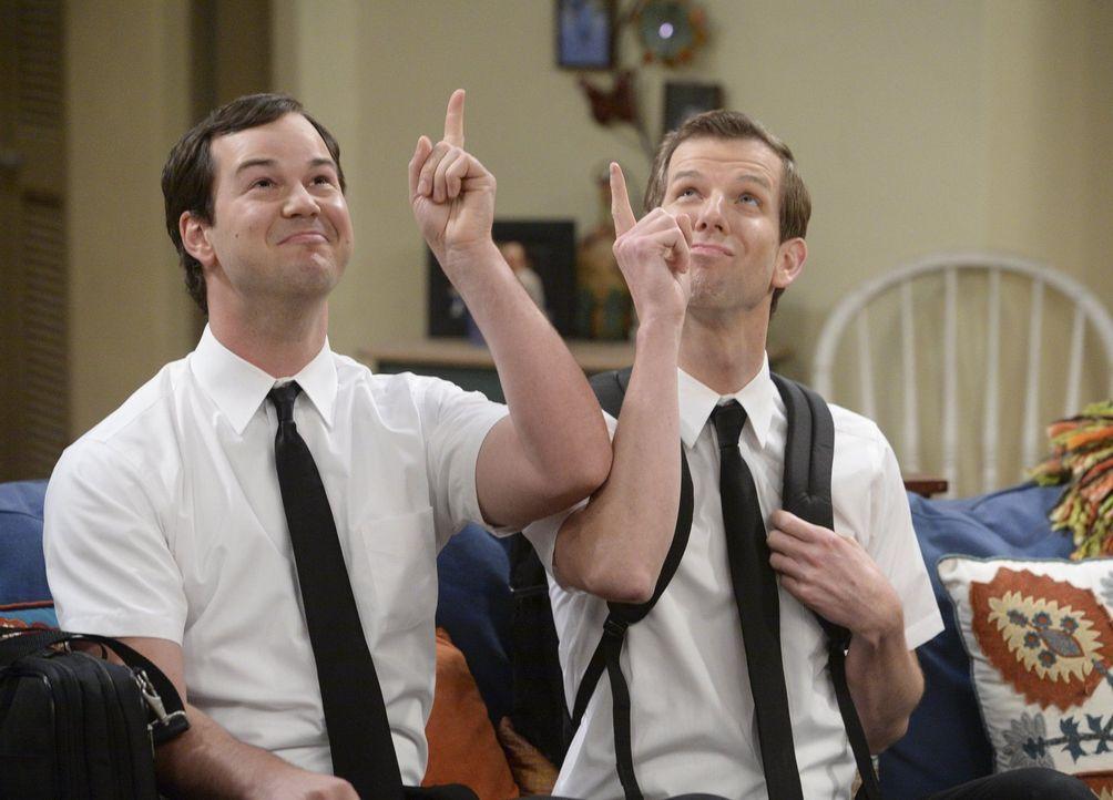 Warum lässt Bonnie die beiden Mormonen Chip  (Matt Hobby, r.) und Cliff (Michael Croner, l.) zu sich nach Hause? - Bildquelle: Warner Bros. Television