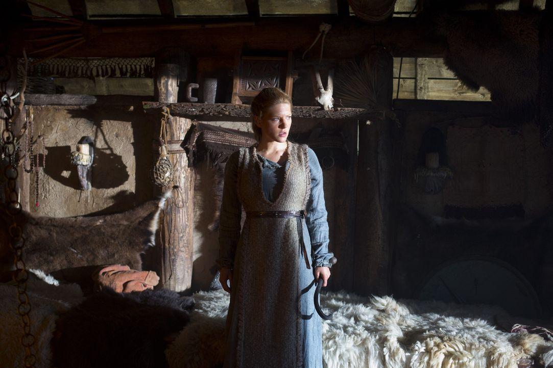 Als starke Frau weiß Lagertha (Katheryn Winnick) sich stets und kompromisslos zu wehren ... - Bildquelle: 2013 TM TELEVISION PRODUCTIONS LIMITED/T5 VIKINGS PRODUCTIONS INC. ALL RIGHTS RESERVED.