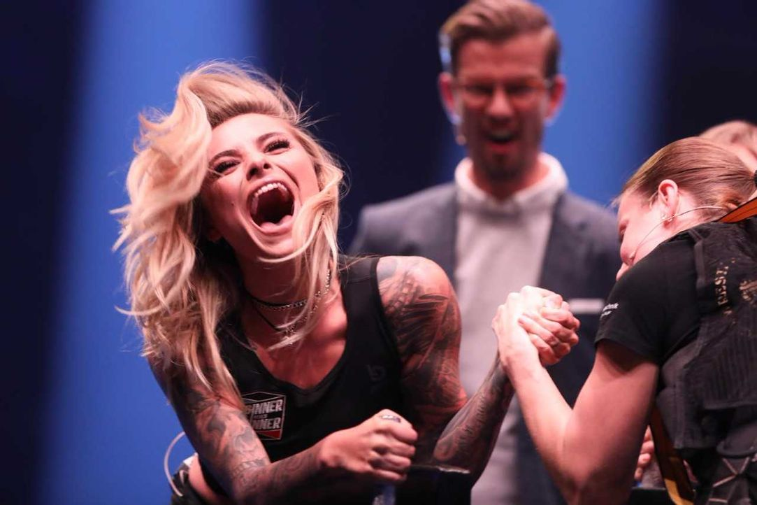 Sophia Tomalla gibt beim Armwrestling alles  - Bildquelle: ProSieben/Jens Hartmann