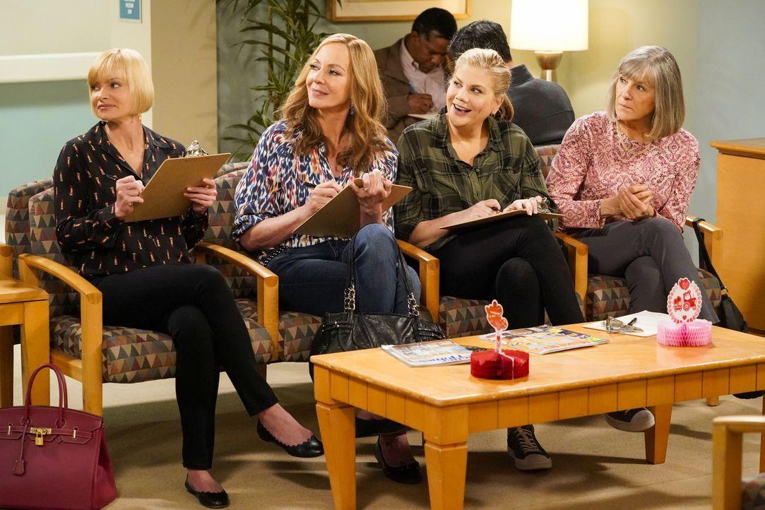 (v.l.n.r.) Jill (Jaime Pressly); Bonnie (Allison Janney); Tammy (Kristen Johnston); Marjorie (Mimi Kennedy) - Bildquelle: Warner Bros. Entertainment, Inc.