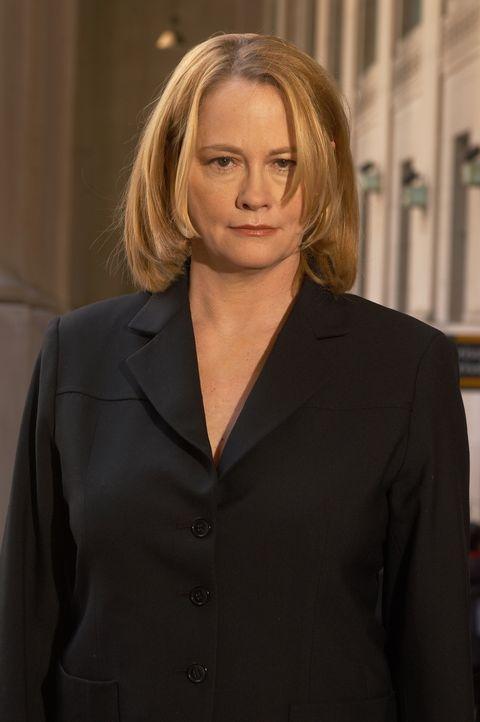 Im Visier der Staatsanwaltschaft: Martha Stewart (Cybill Shepherd), eine der erfolgreichsten Unternehmerinnen Amerikas ... - Bildquelle: TM &   2009 CBS Studios Inc. All Rights Reserved.