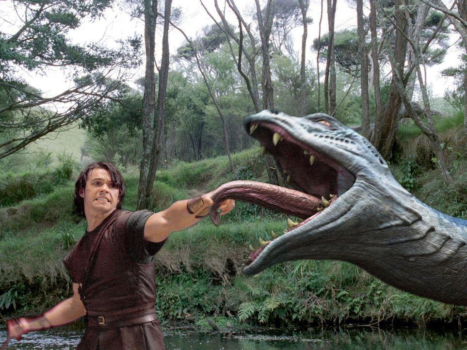 Im Kampf mit der lernäischen Hydra: Hercules (Paul Telfer) ... - Bildquelle: Ken George Hallmark Entertainment