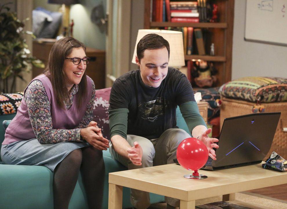 Sheldon (Jim Parsons, r.) würde alles daran setzen, einmal bei der Professor Proton-Show mitwirken zu dürfen, doch dann fragt Wil ausgerechnet Amy (... - Bildquelle: Warner Bros. Television