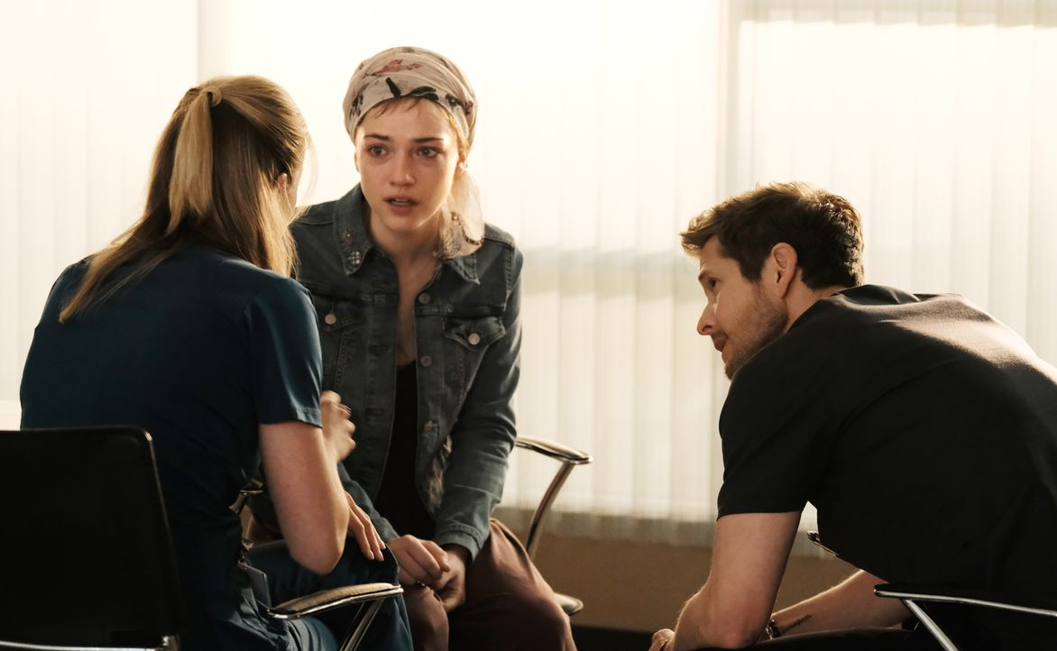 Setzen alle Hebel in Bewegung um ihrer krebskranken Patientin Lily (Violett Beane, M.) zu helfen: Nic (Emily VanCamp, l.) und Conrad (Matt Czuchry,... - Bildquelle: 2018 Fox and its related entities.  All rights reserved.