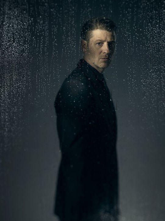 (3. Staffel) - Ist mittlerweile als Kopfgeldjäger in Gotham City unterwegs: James Gordon (Ben McKenzie) ... - Bildquelle: 2016 Warner Brothers
