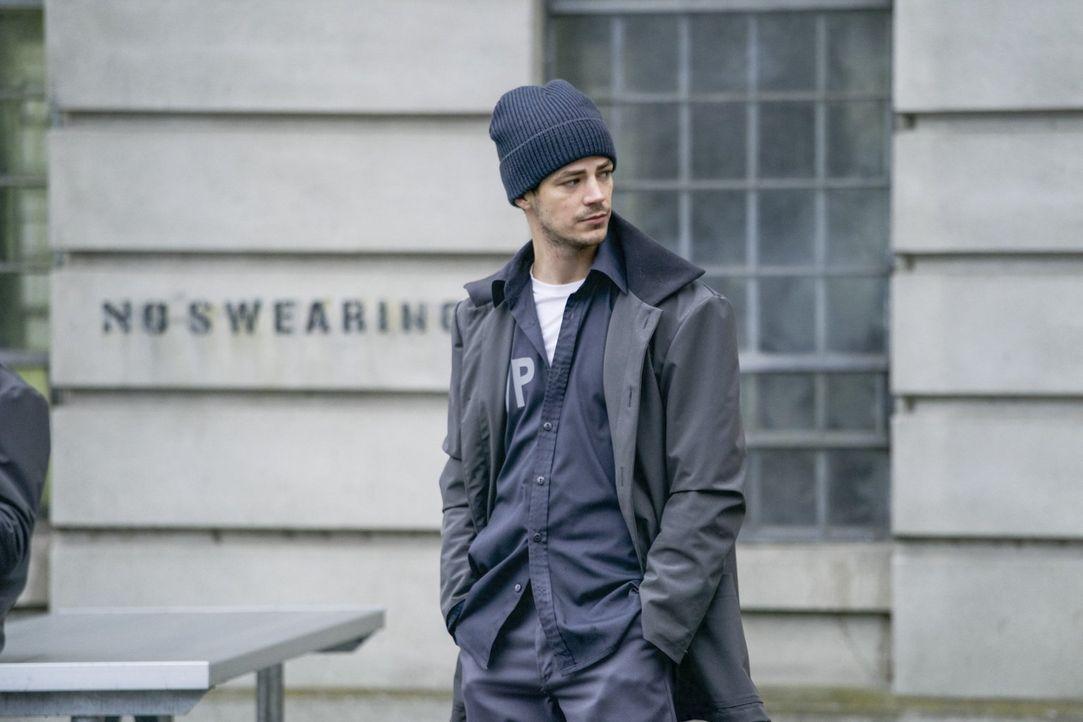 Während Barry (Grant Gustin) mit den ersten Schwierigkeiten im Gefängnis zu kämpfen hat, muss sich sein Team mit einer neuen Bedrohung für die Bürge... - Bildquelle: 2017 Warner Bros.